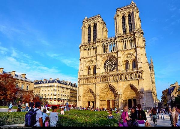 มหาวิหารนอเทรอดาม-Notre-Dame-Cathedral-หรือ-Notre-Dame-de-Paris